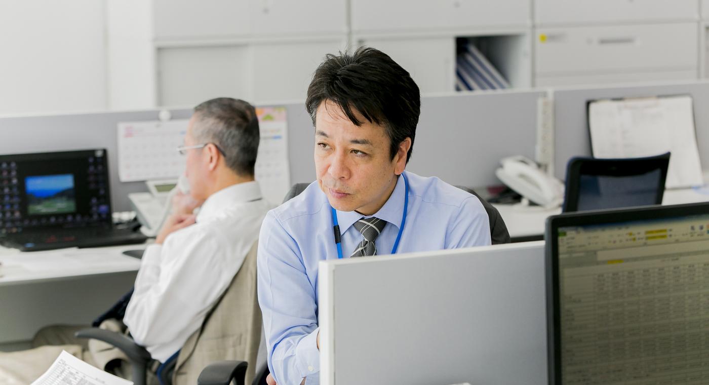東京支店、執務風景